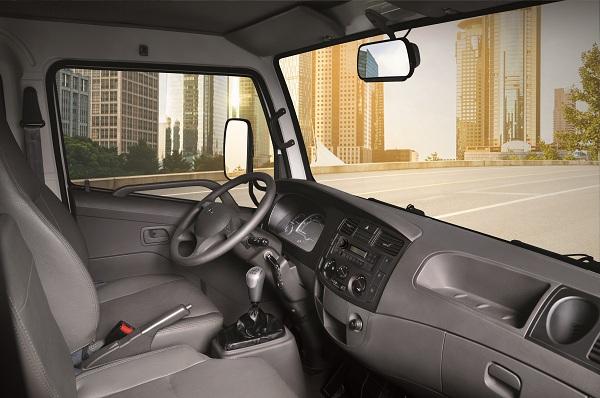 Xe tải nhẹ thùng kín được trang bị nhiều tiện tích tiện nghi, hiện đại