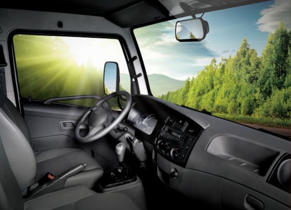 Xe tải nhẹ thùng mui bạt sở hữu nội thất tiện nghi cho trải nghiệm lái xe hoàn hảo