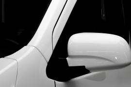 Gương chiếu hậu mang thiết kế của xe du lịch.