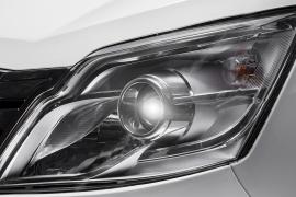 Đèn headlight thấu kính lồi tinh tế.